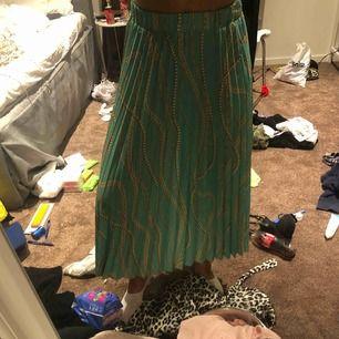 Suuuuper fin kjol från nakd köpt för 399kr. Aldrig kommit till användning då den inte passar min stil tyvärr:(