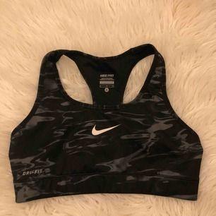 Nike sporttopp med lätt support, alltså inga inlägg i denna. Frakt :42kr