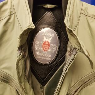 Äkta diesel jacka, säljes pga ett väldigt lite bränhål på framsidan av fickan, väldigt fräch inga andra konstigheter