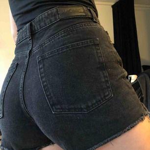 Svart jeansshorts från Monki