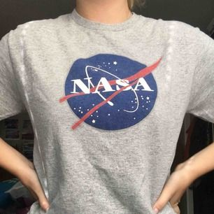 ÄKTA!! NASA tröja köpt på Kennedy Space Center i Florida, USA! Aldrig använd❤️ Nypris: 400kr
