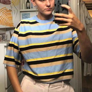 En kortare oversized t-shirt