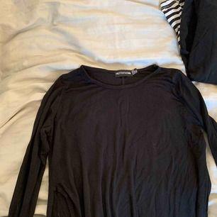 Lång tröja från Prettylittlething. Knappt använd.