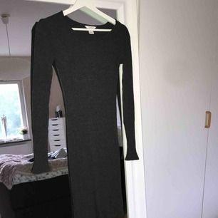Tight, ribbad klänning från H&m