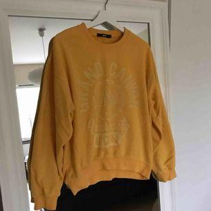 Väldigt oversize sweatshirt från bikbok