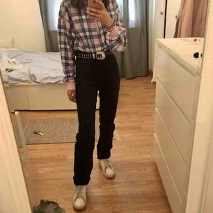Helt ny Carin Wester svarta high waisted jeans med raka ben i storlek 34/XS, har aldrig använt, Nypris:599kr