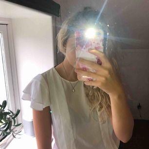 Superfin vit blus från Zara. Finns att hämta i Östersund annars står köparen för frakten💕