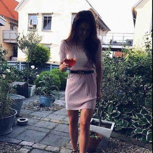 Rosa klänning. Frakt tillkommer