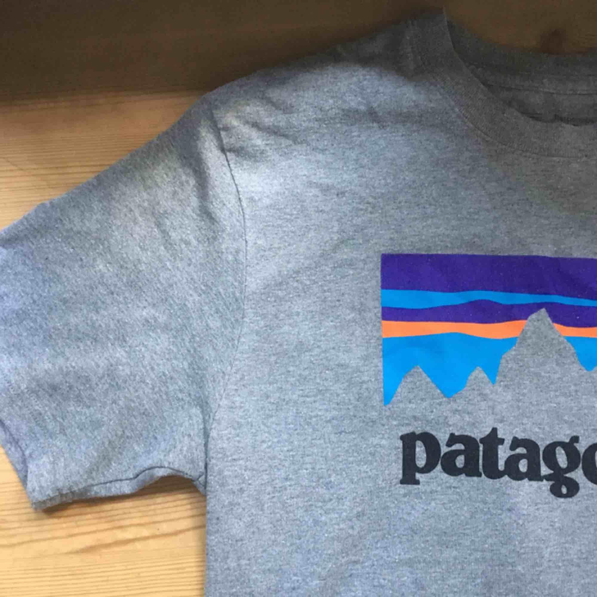 Patagonia T-shirt Som bara använt ett fåtal gånger och kommer tyvärr inte till användning nån mera.. T-shirts.