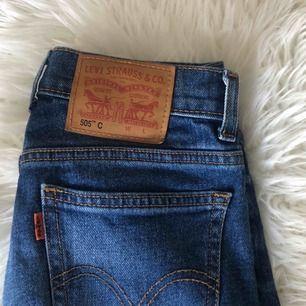 Levis jeans som endast är provade på. Köptes på Levis butiken i Örebro   Observera att frakten ligger på 79kr ( Postnord fraktpåse L)