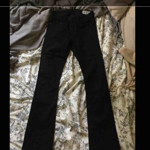Svarta bootcut jeans från crocker, inga hål, slitningar eller skador. Inte avända mer än typ 5 gånger☺️
