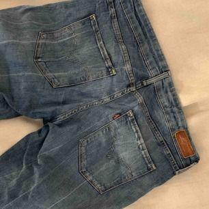 Levis jeans i straight-fit. Frakt ingår i priset🕊