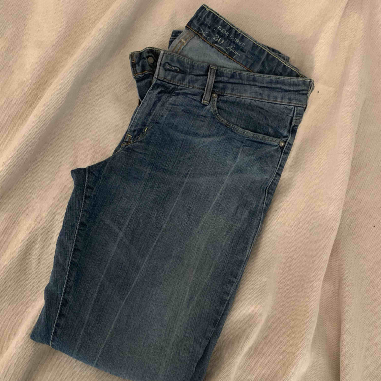 Levis jeans i straight-fit. Frakt ingår i priset🕊. Jeans & Byxor.