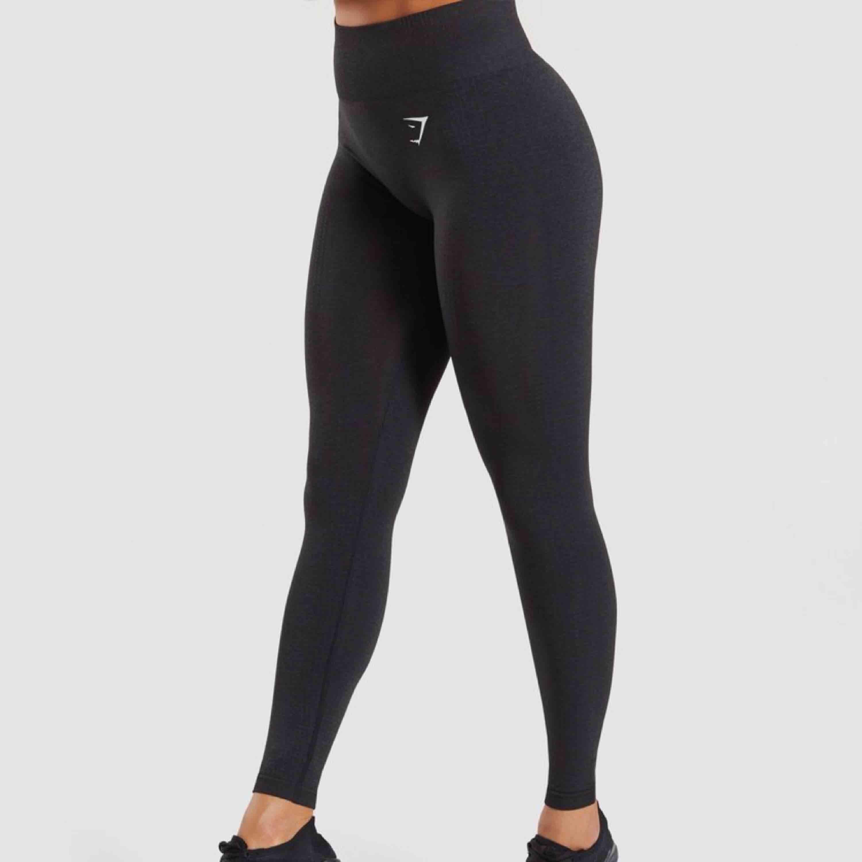 Gymshark's mest sålda och populära tränings leggings!  Ny pris 700kr. Har bara används ett fåtal gånger, kvitto och paket finns. Super stretchiga och högmidjade och har sömlös skuggning för kontur vid rumpan. ⭐️. Jeans & Byxor.