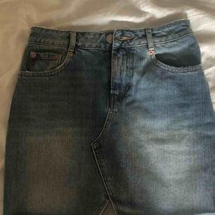 nästan aldrig använd kjol från Asos, skitsnygg och jättefin passform! 🦋🦋