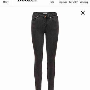 grå svarta jeans från primark! högmidjade aldrig använda