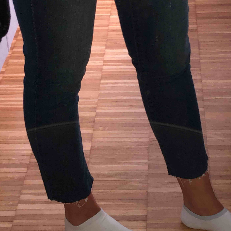 Fina Levis jeans! W27, L32. Använda ca. 2 gånger. Köparen står för frakten💖💕❤️. Jeans & Byxor.
