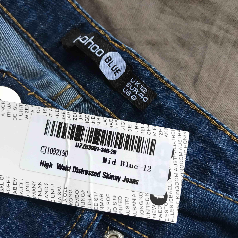Helt nya, endast testade Jeans från boohoo. Inga fel alls på dom, bara att dom inte passar. Nypris 190kr☀️. Jeans & Byxor.