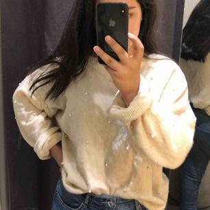 Beige styckade tröja från hm säljer pga köpte fel stl det blir oversize för S/M/L