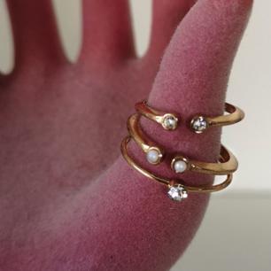 3x guldringar med pärlor och stenad i olika storlekar. Helt nya men har tyvärr aldrig används. Inga repor eller skador!