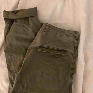 Militärgröna byxor, frakt ingår i priset🕊