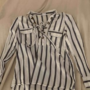 Randig skjorta/topp, frakt ingår i priset🕊