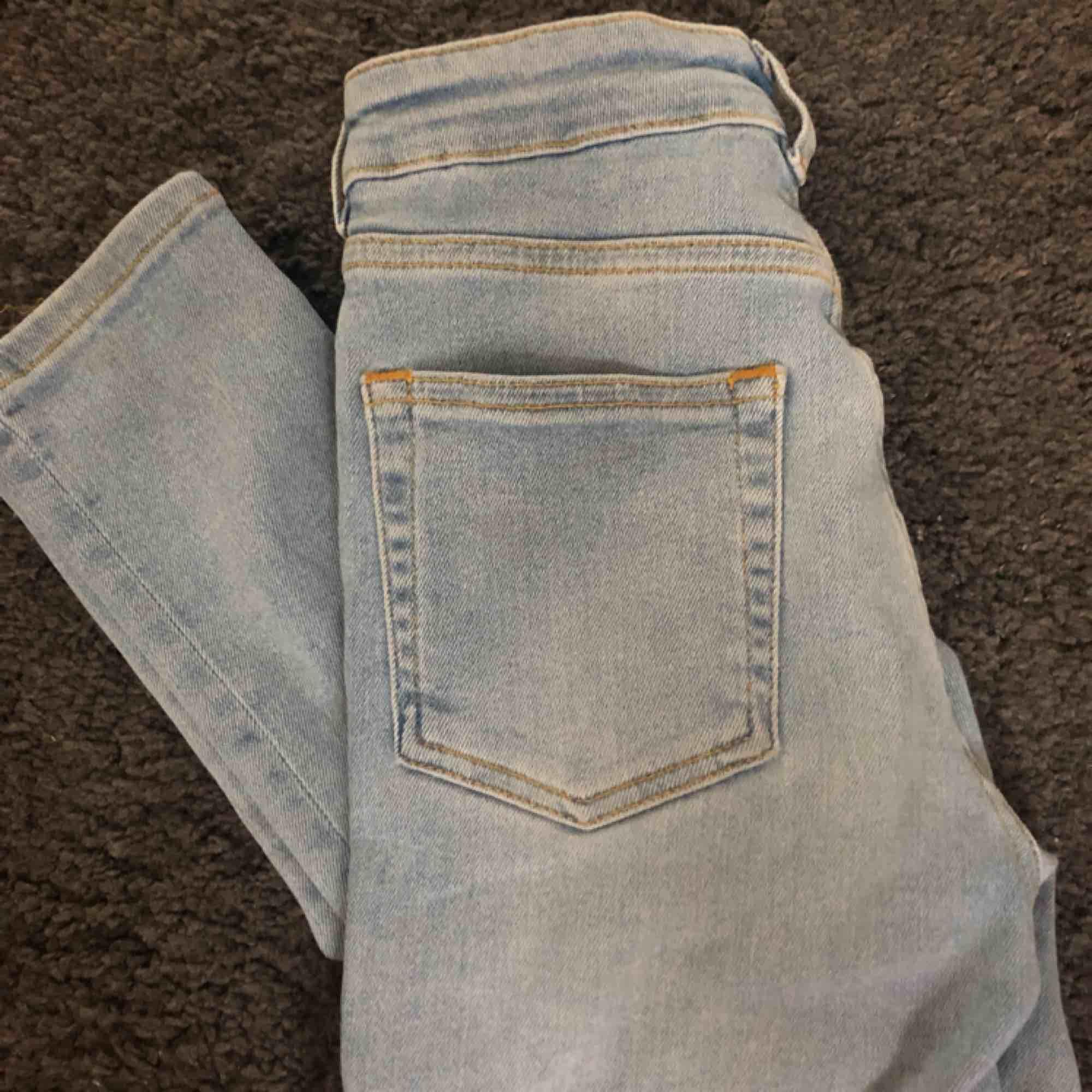 ljusblåa ripped jeans från Karve. Använda några gånger bara, strl Xs.. Jeans & Byxor.