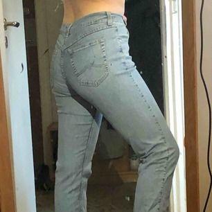 Blåa Mustang Jeans. Tunt jeanstyg. Äkta märket. Avklippta till 32 från 34:)
