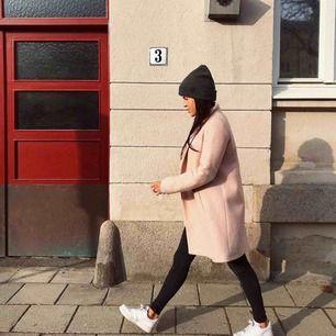 Ljusrosa kappa från Zara. Frakt tillkommer :)