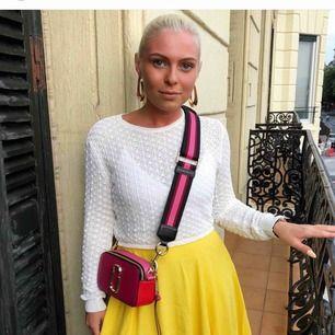 Supersöt vit lite tunnare virkad tröja, från Zara i strl S. 80kr + 21kr i frakt ✉️