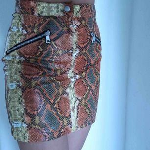 Minikjol från I.AM.GIA i ormskinssmönster🐍☄️