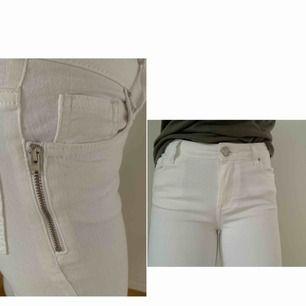 Vita slim fit jeans , ser ut som nya, inte en enda fläck, dragkedjor på vardera sida