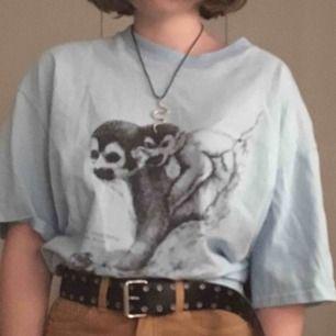 Superfin tröja från Beyond retro! Sparsamt använd av mig men dock avklippt, trots det är den rätt lång och passar därför utmärkt instoppad!! :)