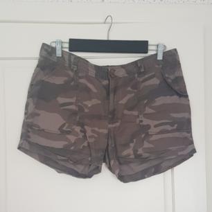 Ett par kamouflage shorts. Har använts mycket så är rätt så urtvättade. Kan mötas upp i Norrtälje eller Uppsala annars står köparen för frakten.