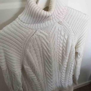 Stickad polo från Zara Färg vit