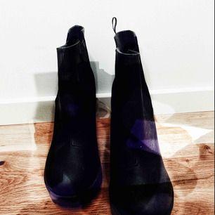 Höst och vinter boots i svart med djupa mönster i sulorna och 10 cm klack 🍂🍁