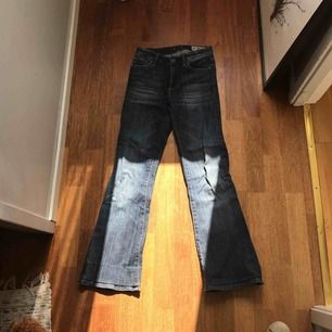 Pow flare jeans från crocker i storleken 26/34. Fint skick och sparsamt använda.