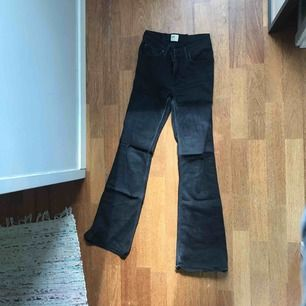 Bootcut Jeans från Lee. Storleken står inte men passar w.26-28