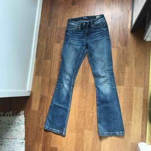 Jätte snygga jeans från Crocker i storleken 26/31.