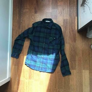 Snygg skjorta från HM i storlek 152 men passar xs