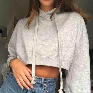Superskön croppad hoodie! Köparen står för frakten😊