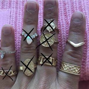 Jättefina oanvända trendiga ringar. Köpta på olika ställen vid olika tillfällen men aldrig använda. 30kr/st. Frakt tillkommer. Skriv vid frågor!🤩