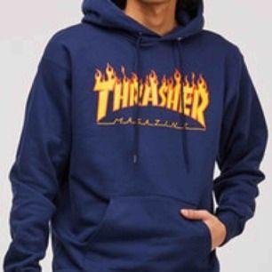 Säljer min thrasher hoodie (fake) den kommer tyvärr inte till så mycket användning. Jag själv är en S men M sitter även fint, kom privat för egna bilder. Frakt till kommer.