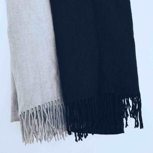 200 kr för båda, inkl. Frakt. Halsdukarna är väldigt varma och passar bra under både höst och vinter 🍂🍁