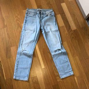 Ankellånga jeans från bershka. Dem är lite korta för mig (176 cm) men annars har dem en mycket smickrande passform.
