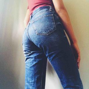 Jeans från Gina inköpa förra året, sen dess har jag använt dem endast 2 ggr. De är för korta för mig in benen (är 178cm) och har dessutom för många jeans i garderoben. Säljer därför dessa billigt. (Frakt tillkommer)