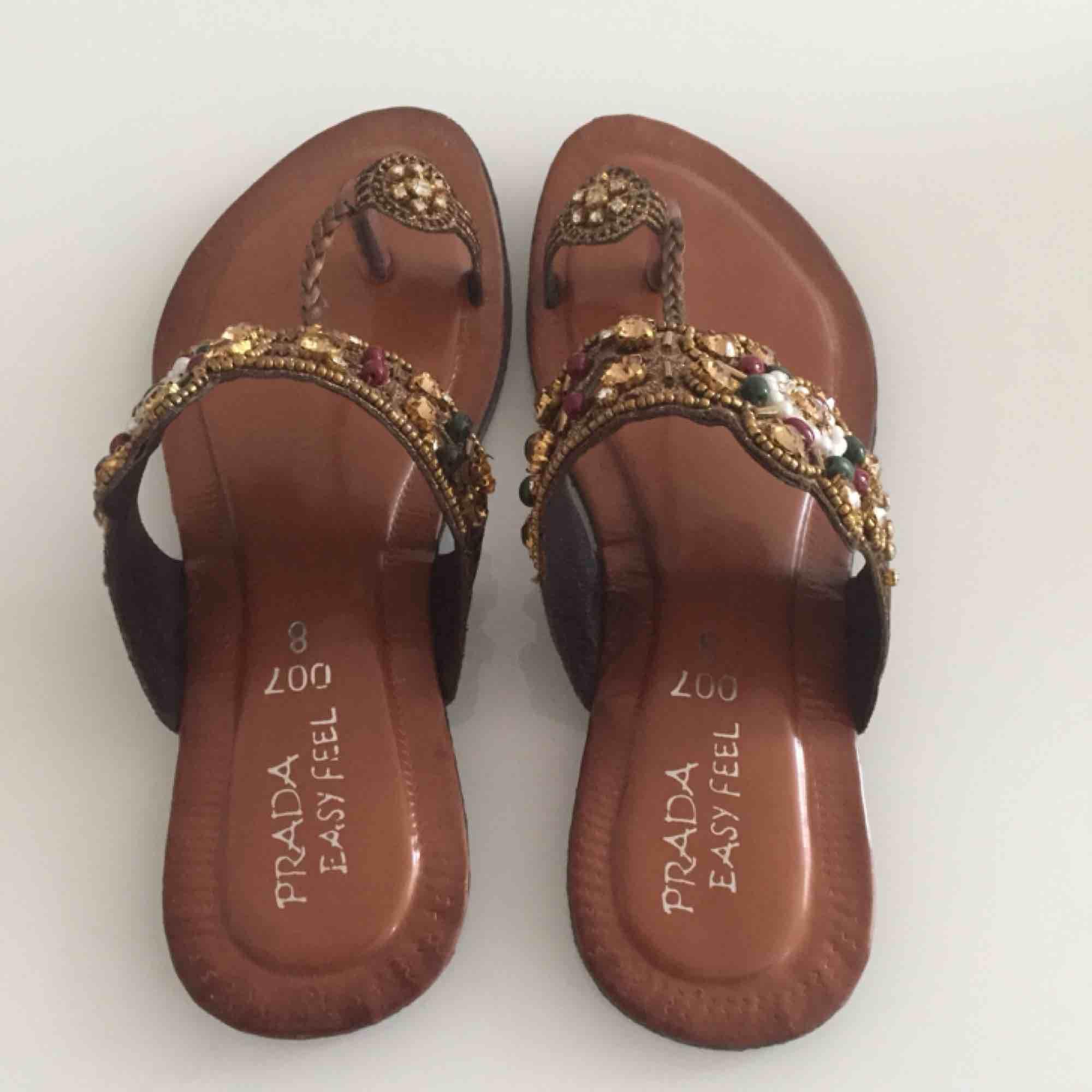 Sandaler med skimmrande stenar och pärlor. Stl 37. Helt ny. Säljs pga fel storlek. Jättefina!. Skor.