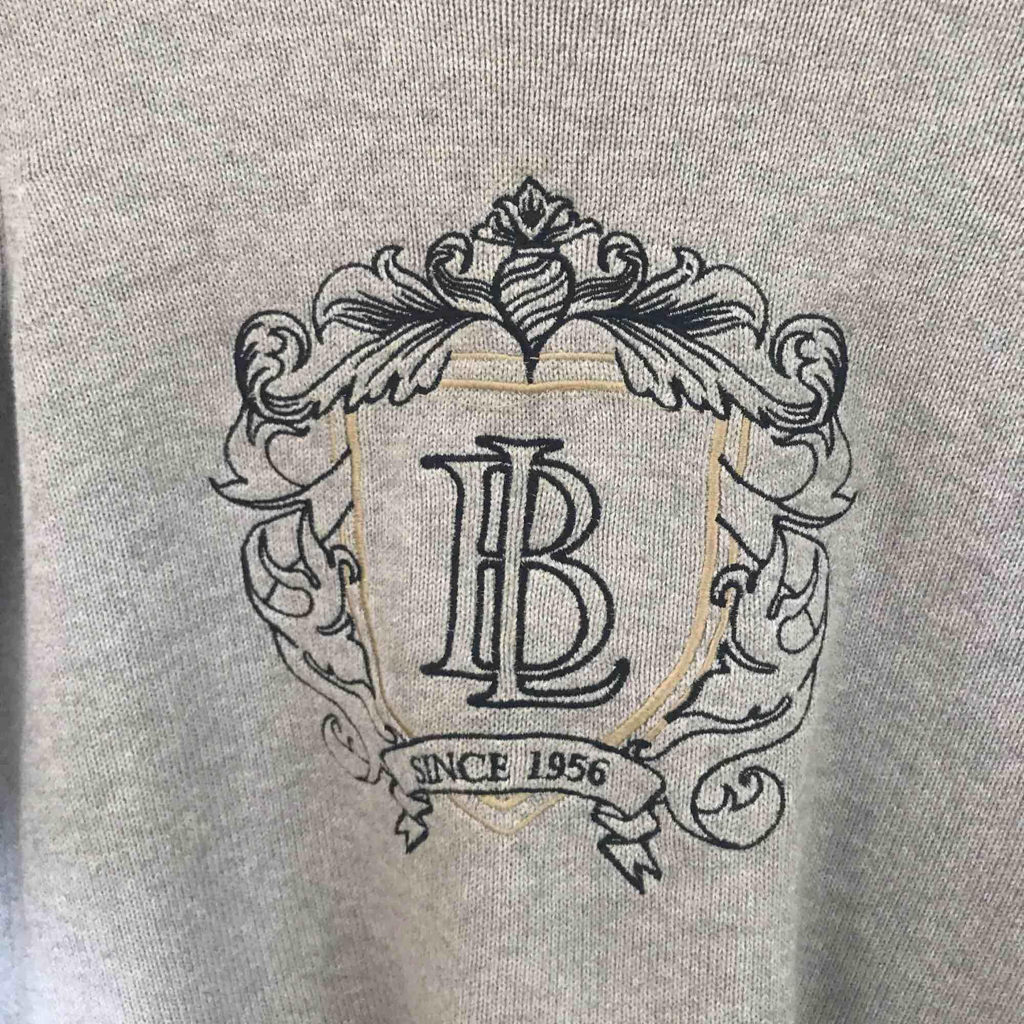 Skön stickad tröja från Bondelid har knappt använd den nu pris ca 400kr. Stickat.