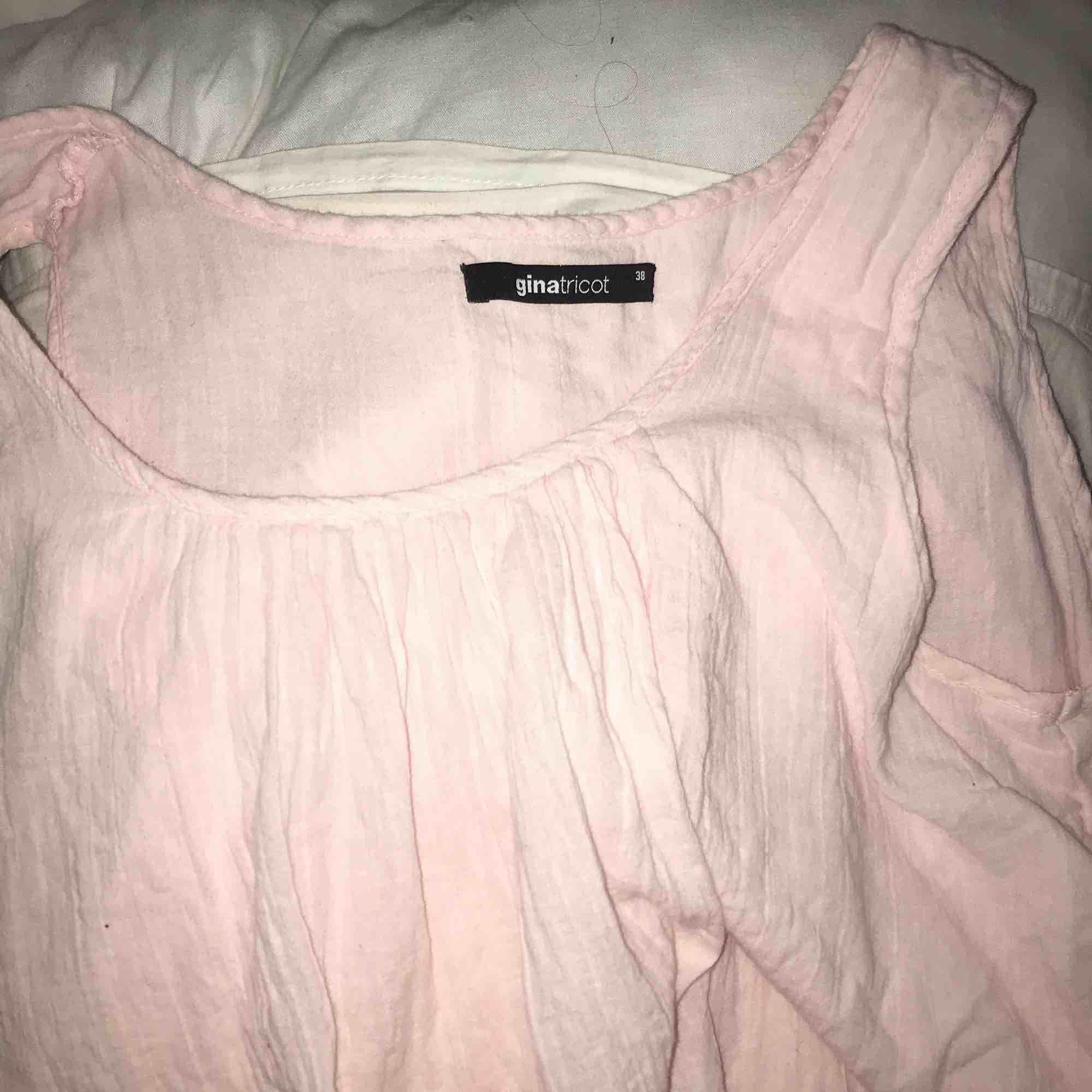 Rosa blus/linne väldigt fin , använd ett fåtal gånger. Blusar.