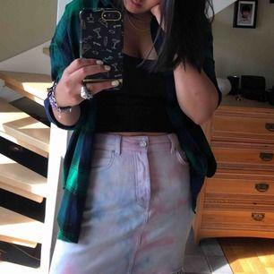 Batikfärgad kjol från Bikbok. Säljer pga använder aldrig.  Endast Swish